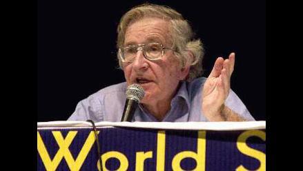 Chomsky: El espionaje masivo de la NSA viola la Constitución de EE.UU.