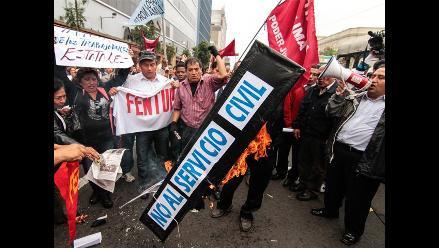 Trabajadores de la Municipalidad de Bagua realizan movilización