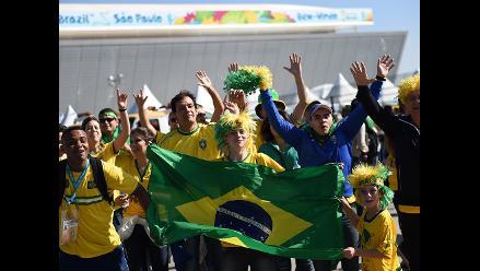 Hinchas en exteriores de Arena Corinthians por Brasil-Croacia
