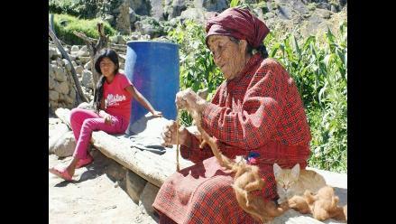 Adultos mayores de Tupe al rescate del  jaqaru en peligro de extinción