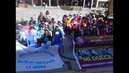 La Oroya: adultos mayores marchan contra olvido de familiares