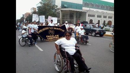 Chiclayo: personas con limitaciones físicas realizan pasacalle