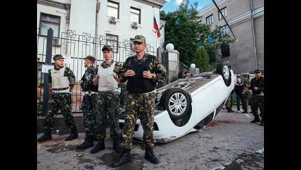 Estados Unidos condena ataque a embajada de Rusia en Kiev