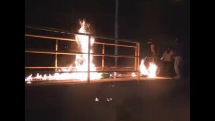 Cusco: vecinos queman puente peatonal en rechazo a bares y cantinas