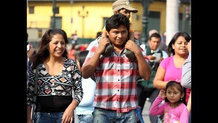 Familias peruanas homenajean a los padres en su día