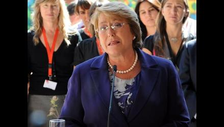 Bachelet firma proyecto para crear AFP estatal