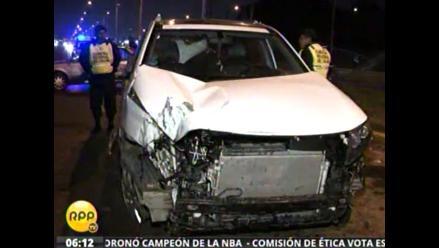 Accidente en el Callao: Unidad se despista y choca con otro carro