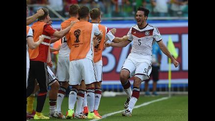 Mats Hummels hizo de cabeza el 2-0 para Alemania sobre Portugal