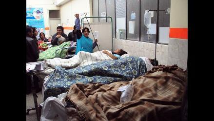 Sujetos azotan salvajemente a vigilante de hospital en Cusco