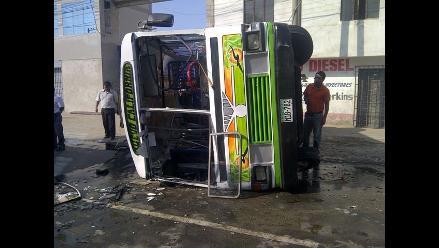 Trujillo: Un muerto y 8 escolares heridos deja volcadura de microbús