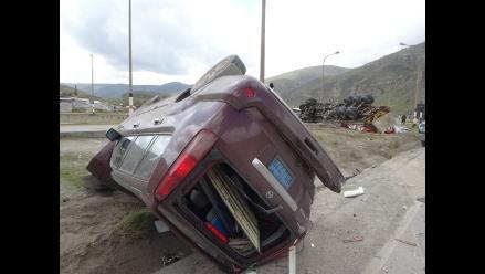 La Oroya: tres heridos dejó despiste de vehículo