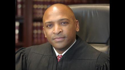 Senado de EE.UU. nombra a primer juez negro abiertamente gay