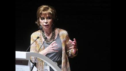 Isabel Allende felicita a Felipe VI y causa polémica entre sus lectores