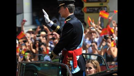 Los reyes recorren las calles de Madrid para saludar a los ciudadanos