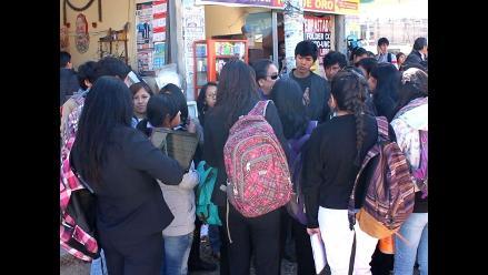Docentes reciben y coordinan trabajos en la calle por toma de UNCP
