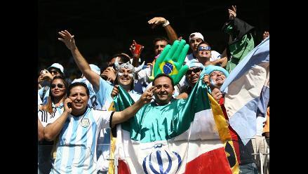 Brasil 2014: así vive la hinchada el Argentina-Irán