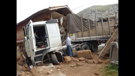 Junín: camión cargado de cerveza se despista en Carretera Central