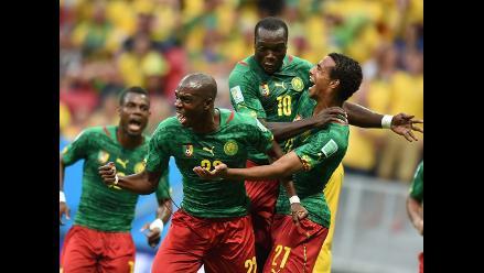 Joel Matip sorprendió a la defensa brasileña y puso el 1-1 para Camerún