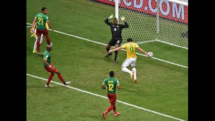 Fred aprovecha error de Camerún y puso el 3-1 de Brasil en el Mundial