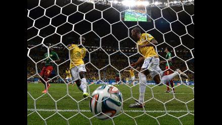 Fernandinho selló la goleada 4-1 de Brasil sobre Camerún en el Mundial
