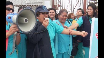 Pasco: más de 150 de enfermeras de EsSalud donan sangre en protesta
