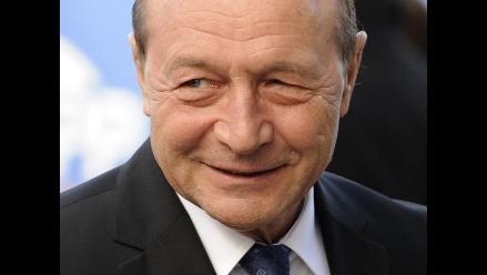 Parlamento rumano pide la dimisión del presidente Basescu