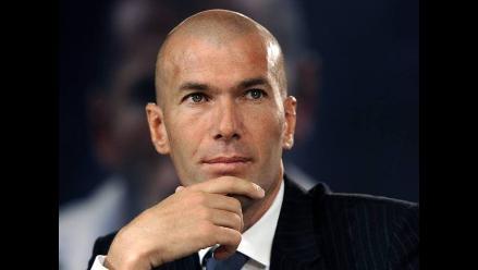 Zinedine Zidane firma como DT del Real Madrid Castilla de Benavente