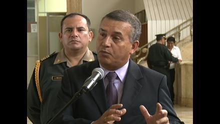 Chiclayo: ministro Urresti realiza inspección a personal policial
