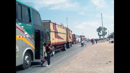 Arequipa: vehículos permanecen varados en Panamericana Sur