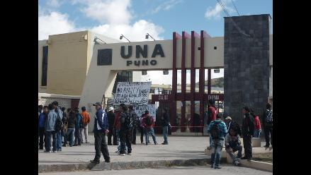 Reportan incendio en escuela de posgrado de universidad de Puno