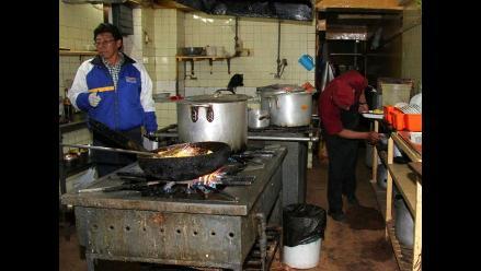 Huancayo: hallan heces de roedores y cucarachas en restaurante