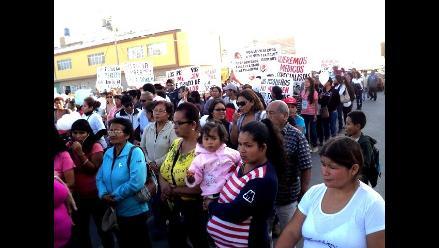 Población iqueña protesta por presunta negligencia médica de EsSalud