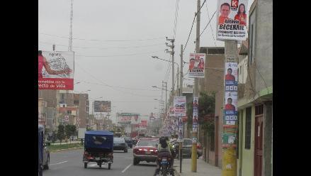 Chiclayo: candidatos llenan postes de toda la ciudad con afiches