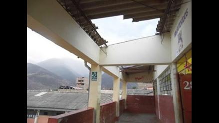 Fuertes vientos en Caraz traen abajo techo de colegio