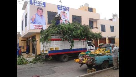 Trujillo: Critican poda de árbol para apreciar cartel político de Acuña