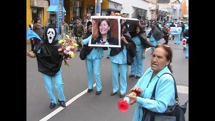 Huacho: enfermeras realizaron peculiar marcha como medida de protesta