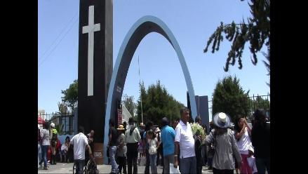 Arequipa: entierran a periodista herida en explosión de cisterna
