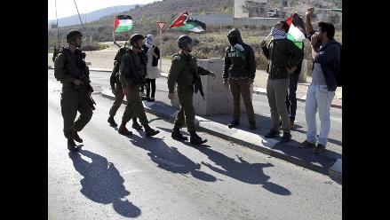 Ejército israelí detiene a 42 palestinos en operación nocturna