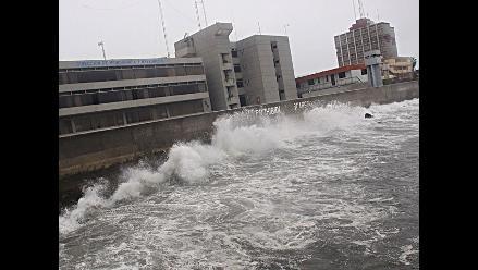 Pronostican olas de hasta 5 metros en costa sur y central