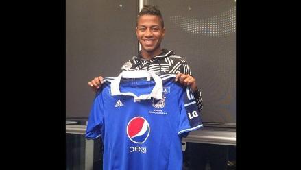 Andy Polo ya posa con la camiseta de su nuevo club: el Millonarios