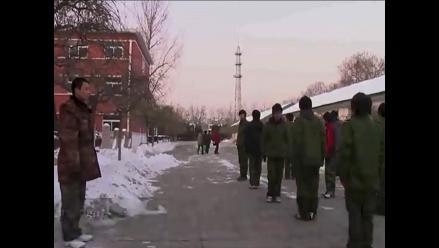 China: Tratan a adictos a internet en ´campamentos militares´