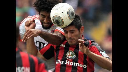 Carlos Zambrano desea extender su vínculo con el Eintracht Frankfurt