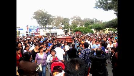 Arequipa: sepultan restos de tercera víctima de explosión de cisterna