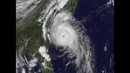 Huracán ´Arthur´ se aleja de la costa este de Estados Unidos