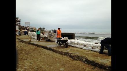 Trujillo: Turística playa de Huanchaco es afectado por fuerte oleaje