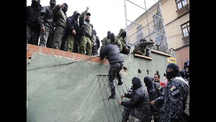 Policías bolivianos se amotinan exigiendo mejores salarios