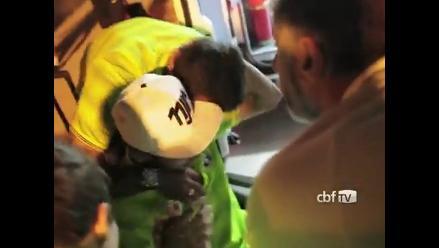 Neymar y el conmovedor saludo con sus compañeros tras la lesión sufrida