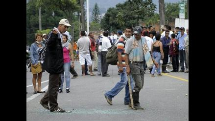 Yurimaguas: docentes bloquean calles adyacentes a colegio