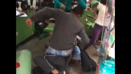 Ladrón es golpeado por robar tablet, pero intervienen al afectado