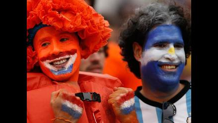 Entérate como vivieron los hinchas el partido Holanda - Argentina